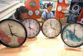 Timekeepers add 'leap second' to world clocks for new year