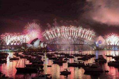 New Year skies explode in colour as Australia rings in 2017