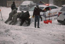 Winter storm slams northern U.S., threatens East Coast