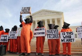 Protesters call on Obama to close Guantanamo detention center