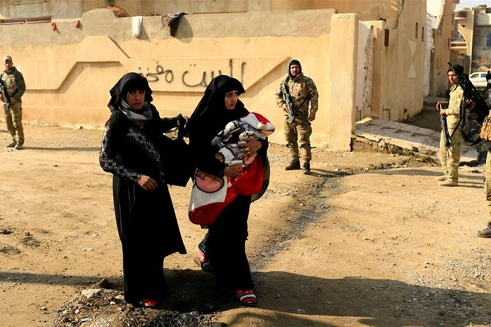 Thousands more Iraqis flee Mosul battles