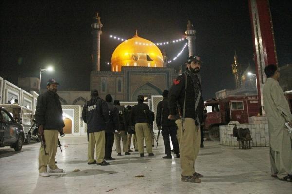 Pakistan kills 39 suspected militants after deadly shrine bombing