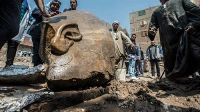 Ancient pharaoh statues uncovered in Cairo mud pit