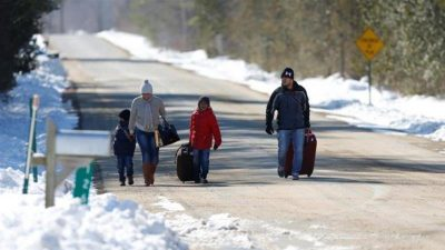 Asylum seekers from US surge into Canada