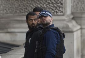 London police arrest knife-carrying man on suspicion of terrorism