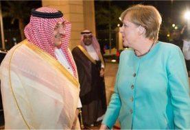 Merkel visits Saudi Arabia, signs pacts to strengthen ties
