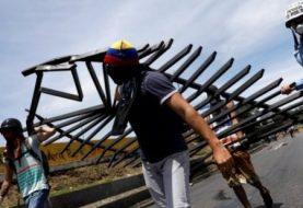 Venezuela: Teenager killed as mass protests rage