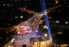 Emotional Erdogan hails coup resisters