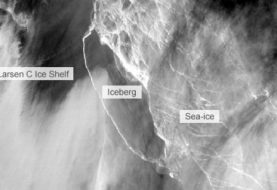 Giant iceberg splits from Antarctic