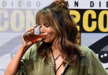 Did Halle Berry drink half a pint of whiskey at Kingsman Comic-Con event?