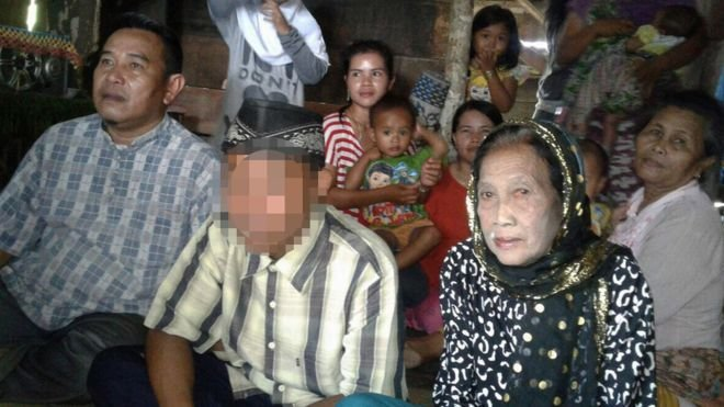 Indonesia teenager marries woman in her 70s