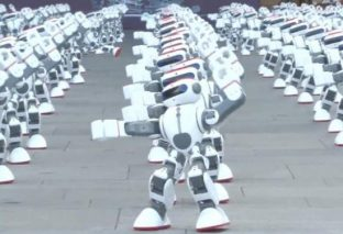 More than a thousand dancing robots break world record