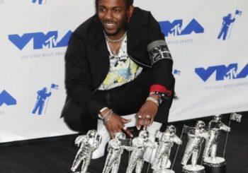 Kendrick Lamar tops VMA winners