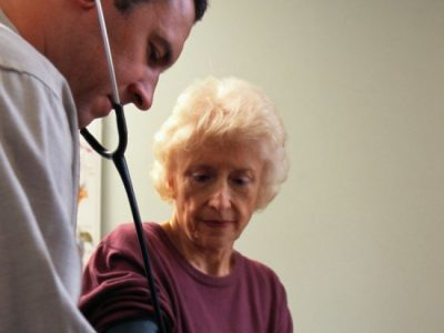 Common painkillers may boost blood pressure in arthritis patients