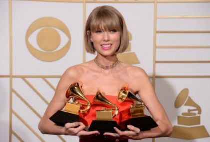 Taylor Swift's social media accounts go dark