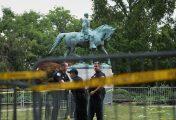 Trump defends 'beautiful' Civil War statues