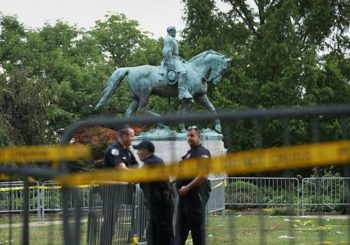 Trump defends 'beautiful' Civil War statues