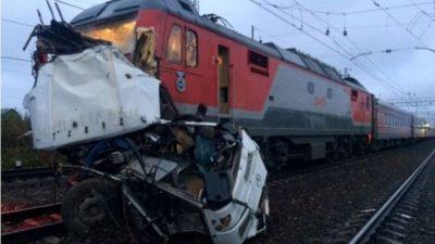 Bus crash at railway crossing kills 16 in Russia